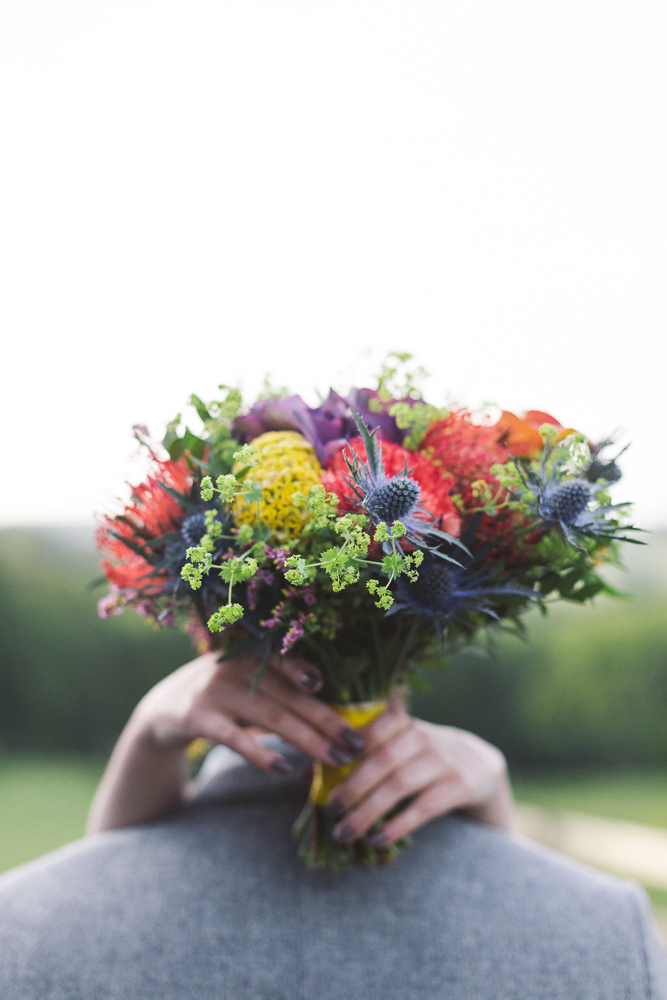 15-rose-fushia-photographie-un-mariage-gipsy-folk-latino-dans-une-yourte-en-haute-garonne-la-mariee-aux-pieds-nus
