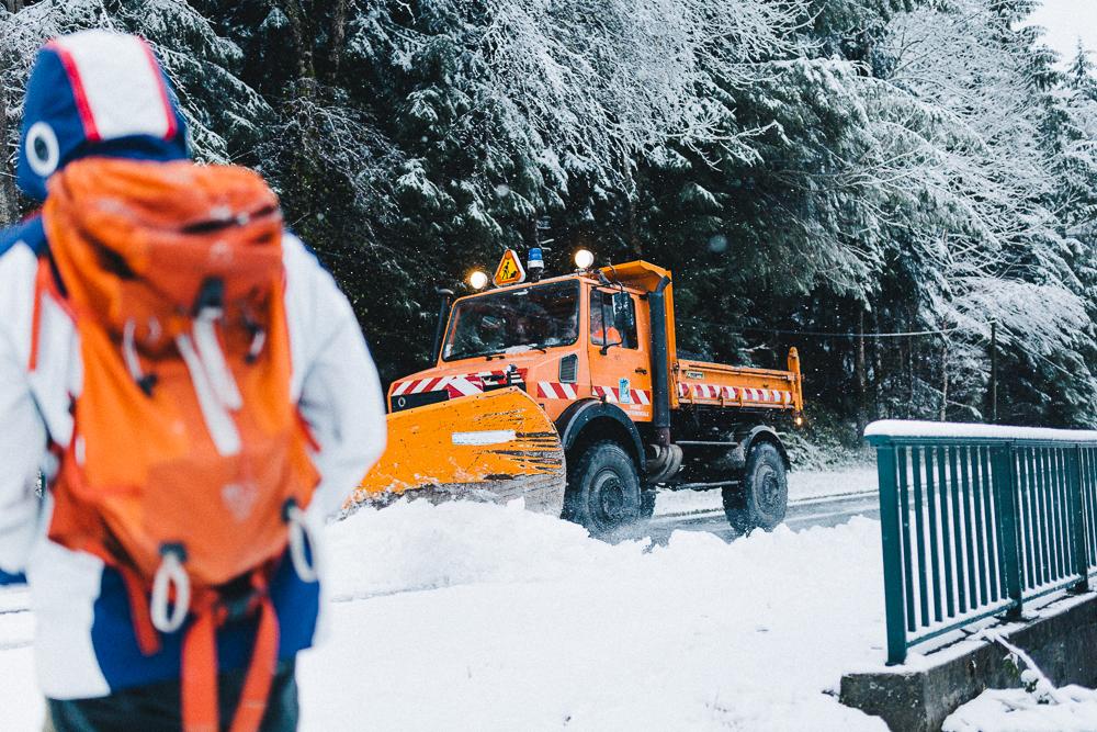 balade-dans-la-neige-et-lac-d-oo-luchon-montagne-france-rose-fushia-photographie-20