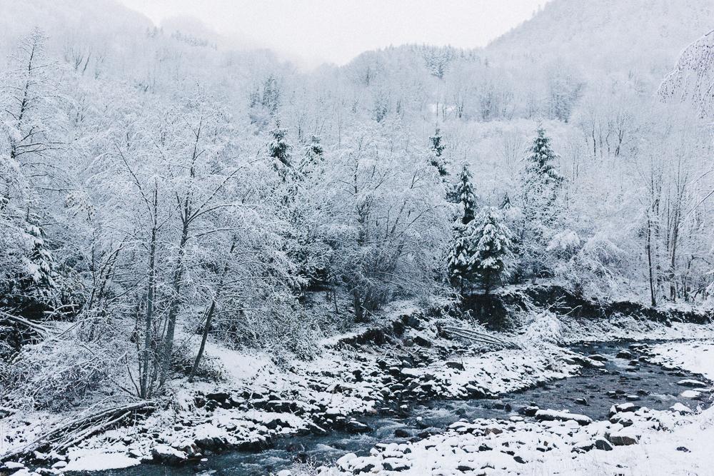 balade-dans-la-neige-et-lac-d-oo-luchon-montagne-france-rose-fushia-photographie-21