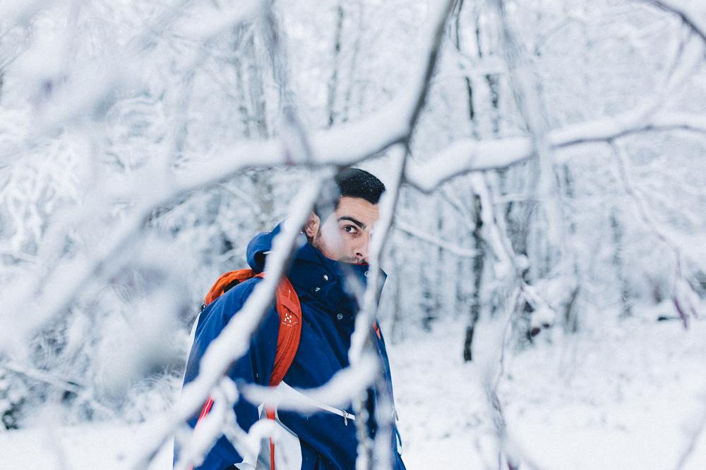 balade-dans-la-neige-et-lac-d-oo-luchon-montagne-france-rose-fushia-photographie-32