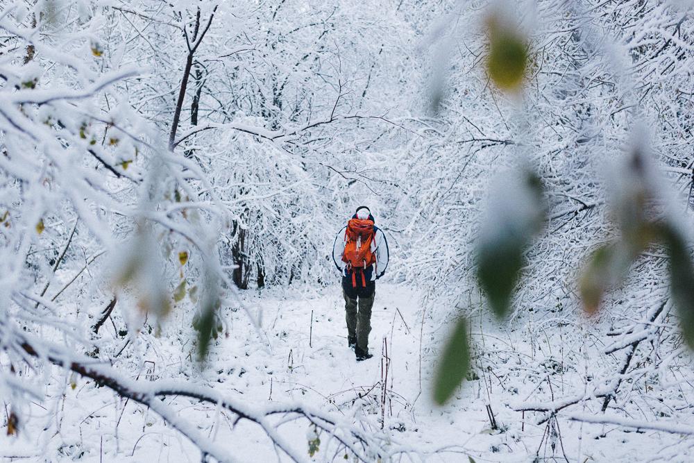 balade-dans-la-neige-et-lac-d-oo-luchon-montagne-france-rose-fushia-photographie-38