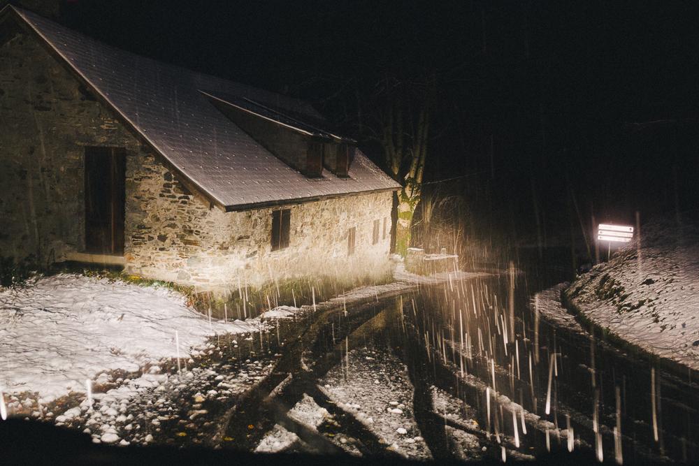 balade-dans-la-neige-et-lac-d-oo-luchon-montagne-france-rose-fushia-photographie-48