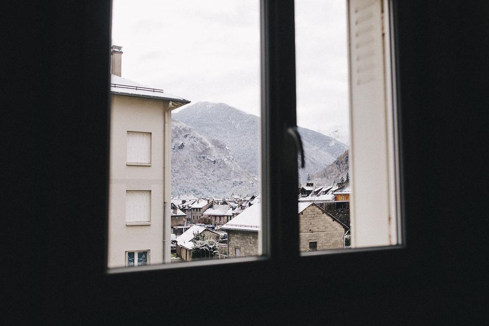 balade-dans-la-neige-et-lac-d-oo-luchon-montagne-france-rose-fushia-photographie-49