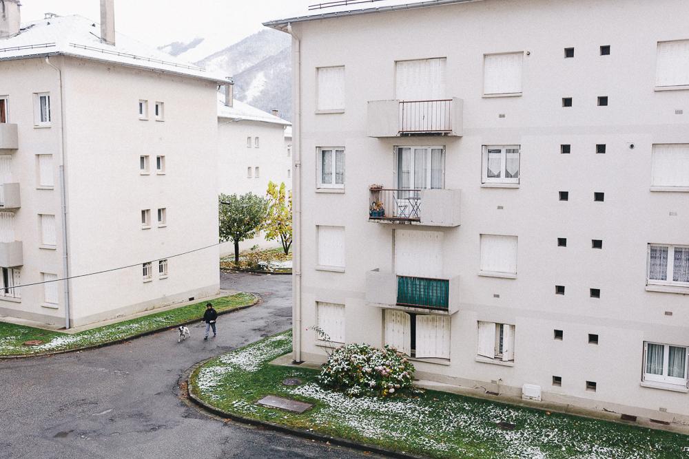 balade-dans-la-neige-et-lac-d-oo-luchon-montagne-france-rose-fushia-photographie-50