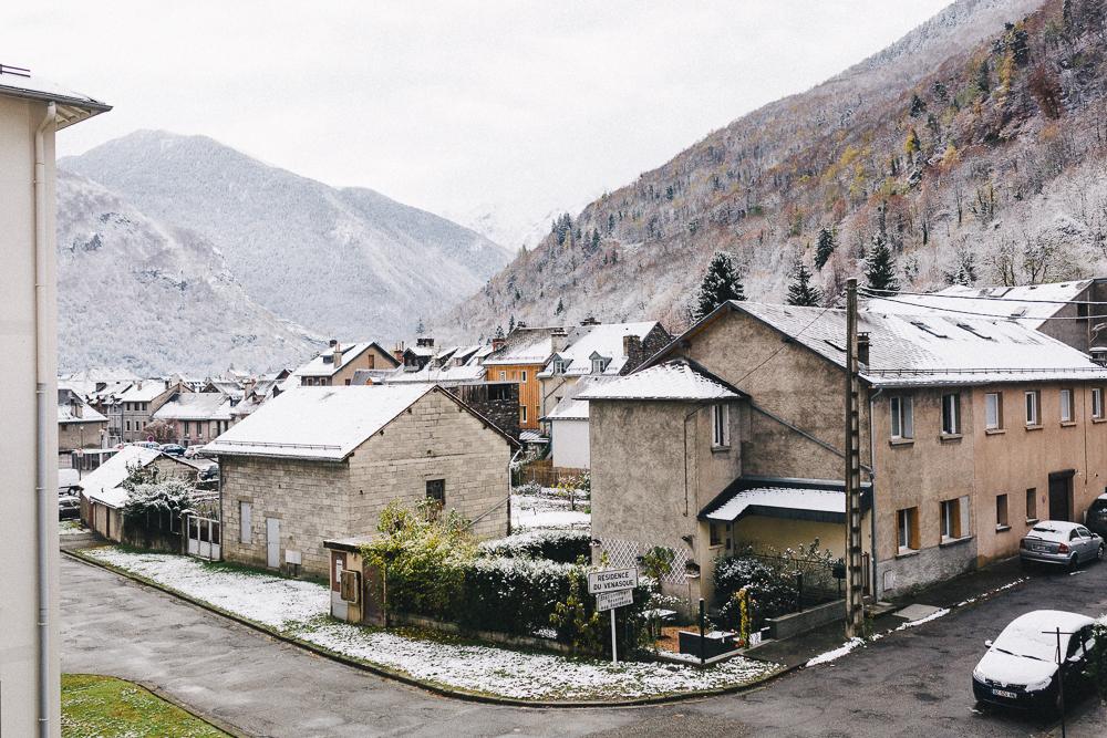 balade-dans-la-neige-et-lac-d-oo-luchon-montagne-france-rose-fushia-photographie-51