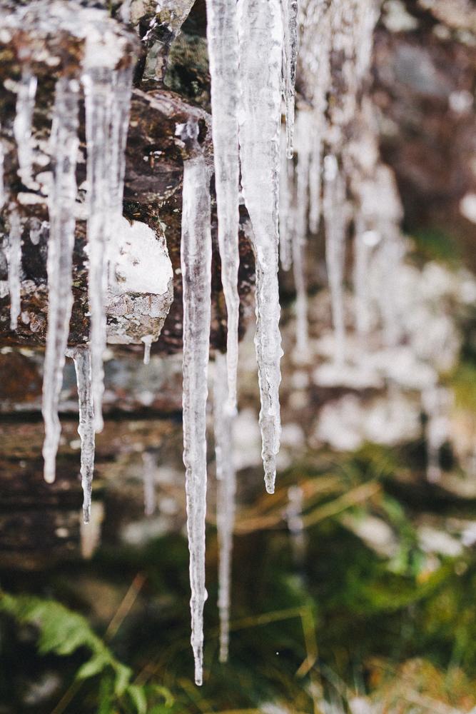 balade-dans-la-neige-et-lac-d-oo-luchon-montagne-france-rose-fushia-photographie-62
