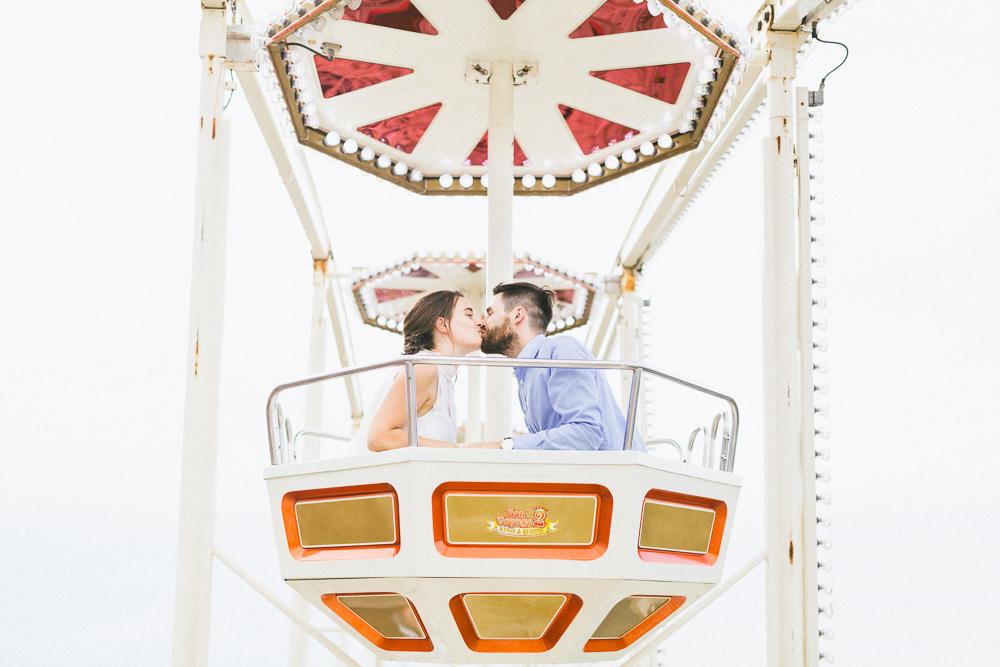 seance-engagement-au-bord-de-la-garonne-amandine-alexandre-toulouse-grande-roue-rose-fushia-photographie-47