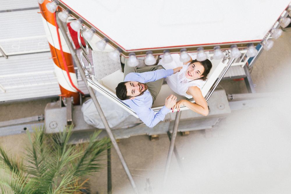 seance-engagement-au-bord-de-la-garonne-amandine-alexandre-toulouse-grande-roue-rose-fushia-photographie-52