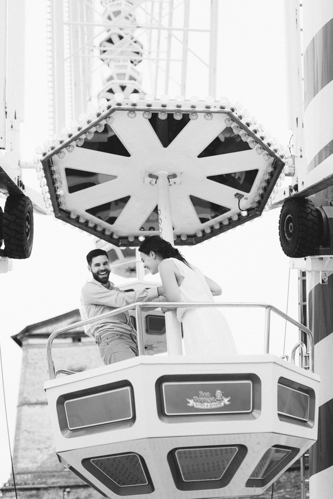 seance-engagement-au-bord-de-la-garonne-amandine-alexandre-toulouse-grande-roue-rose-fushia-photographie-54