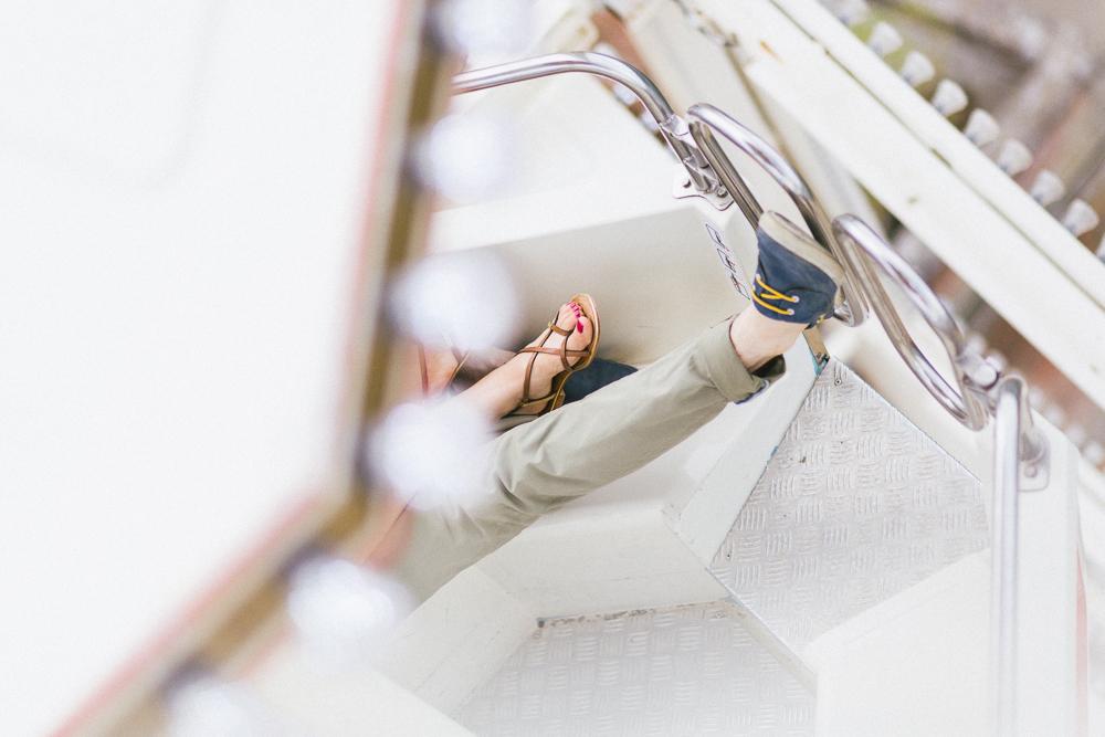 seance-engagement-au-bord-de-la-garonne-amandine-alexandre-toulouse-grande-roue-rose-fushia-photographie-59