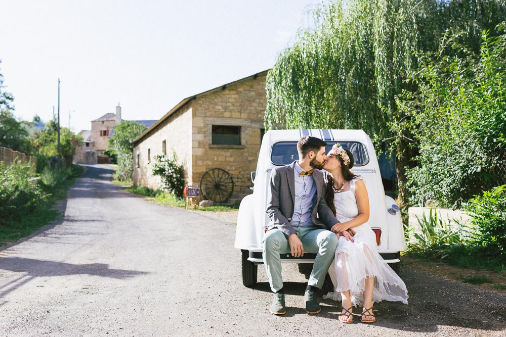 mariage-boheme-champetre-amandine-et-alexandre-laissac-rose-fushia-photographie-367