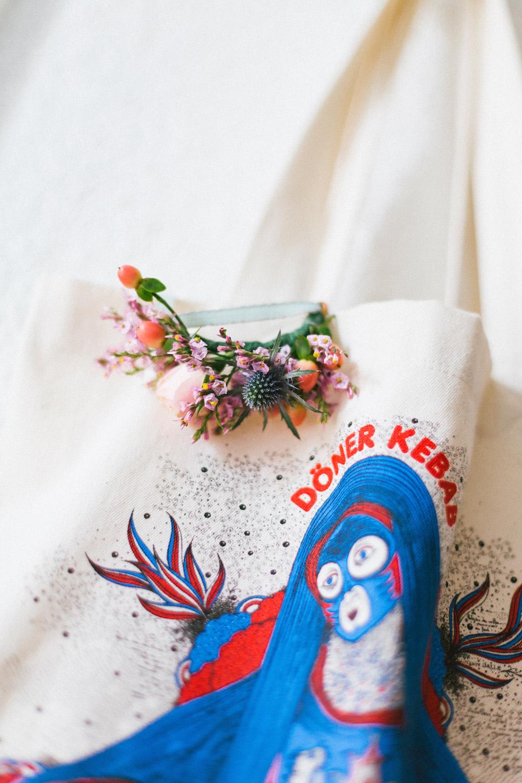 un-mariage-colore-en-combi-vw-a-salledes-rose-fushia-photographie125