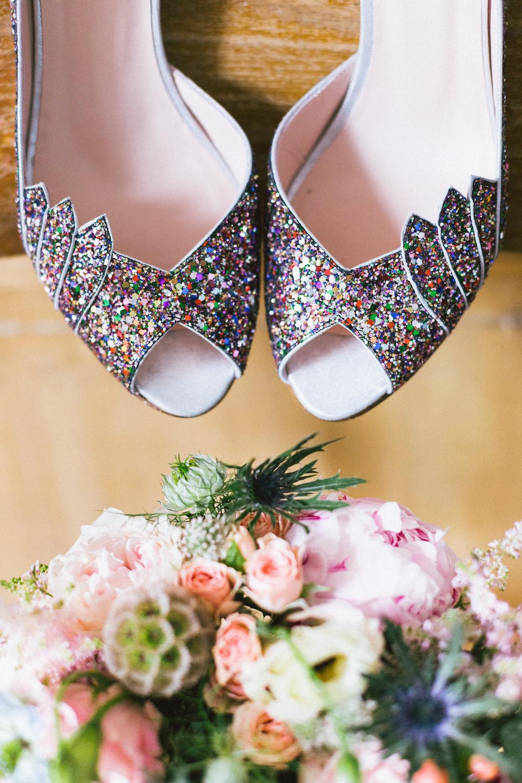 un-mariage-colore-en-combi-vw-a-salledes-rose-fushia-photographie137