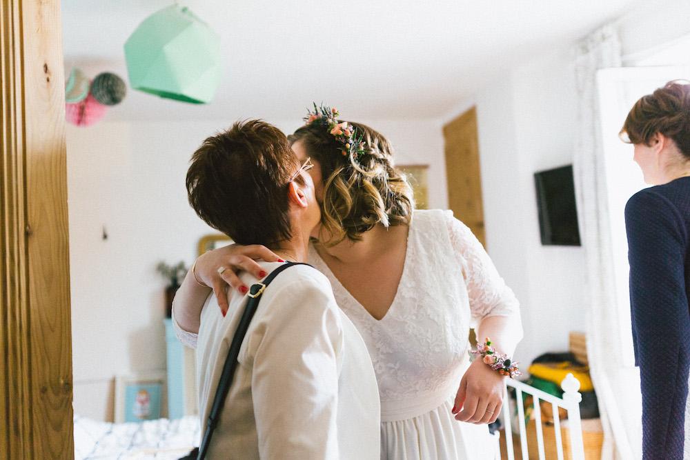un-mariage-colore-en-combi-vw-a-salledes-rose-fushia-photographie163