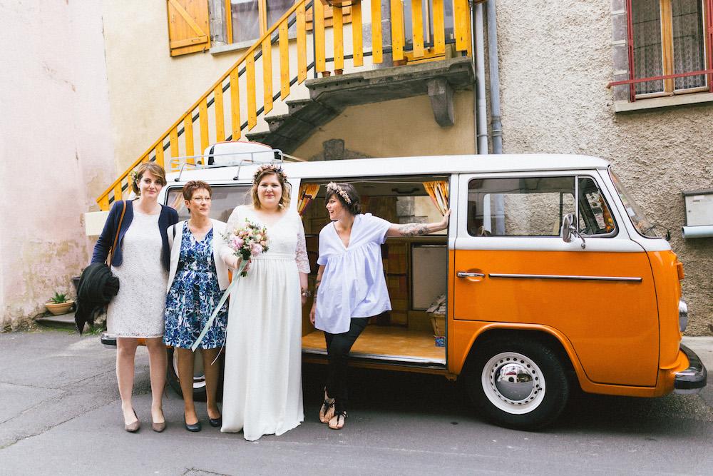 un-mariage-colore-en-combi-vw-a-salledes-rose-fushia-photographie176