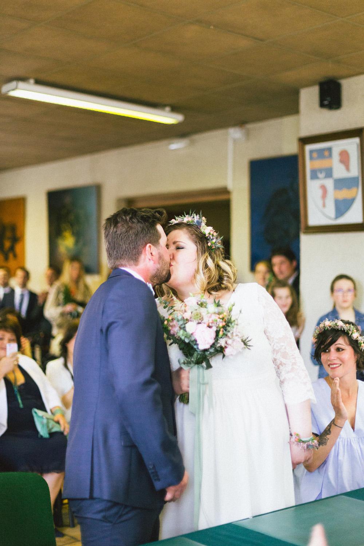 un-mariage-colore-en-combi-vw-a-salledes-rose-fushia-photographie210
