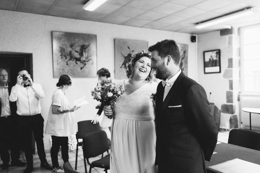 un-mariage-colore-en-combi-vw-a-salledes-rose-fushia-photographie215