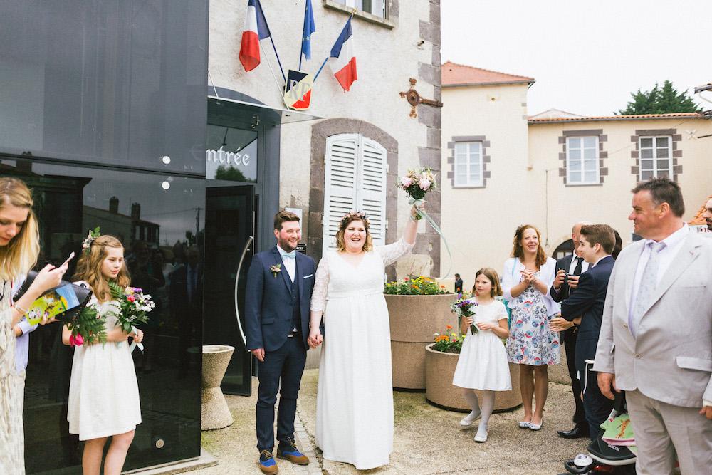 un-mariage-colore-en-combi-vw-a-salledes-rose-fushia-photographie221