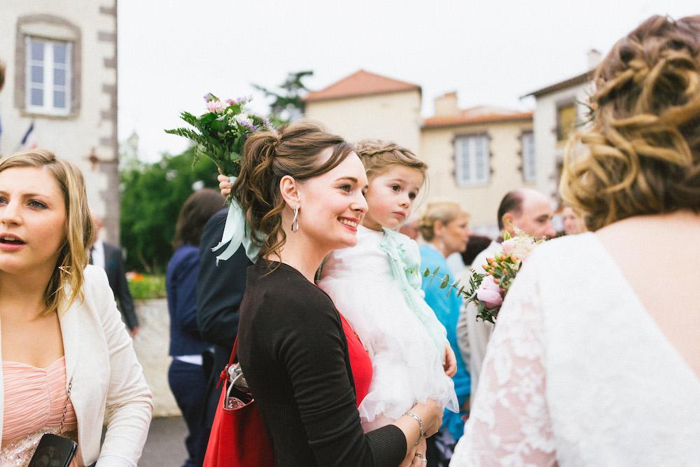 un-mariage-colore-en-combi-vw-a-salledes-rose-fushia-photographie224