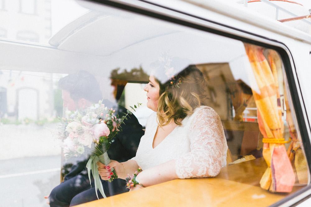 un-mariage-colore-en-combi-vw-a-salledes-rose-fushia-photographie227