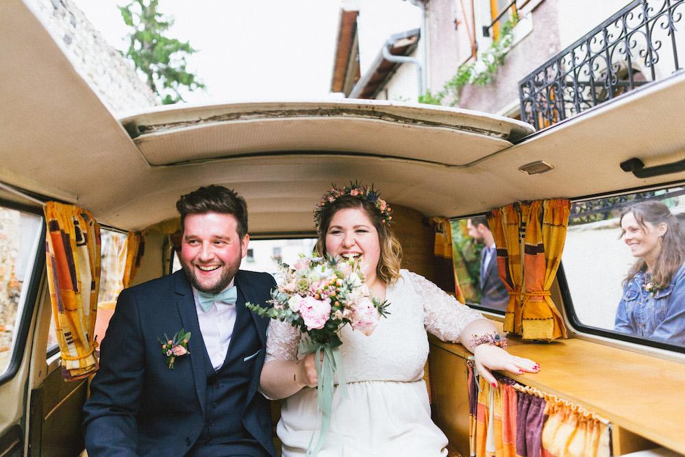 un-mariage-colore-en-combi-vw-a-salledes-rose-fushia-photographie236