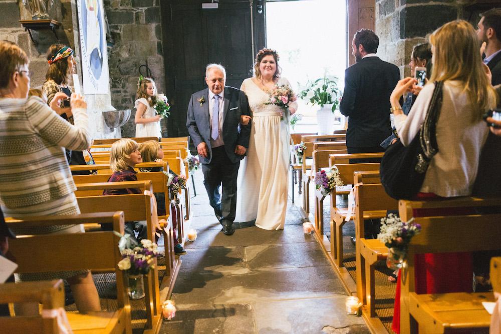 un-mariage-colore-en-combi-vw-a-salledes-rose-fushia-photographie256