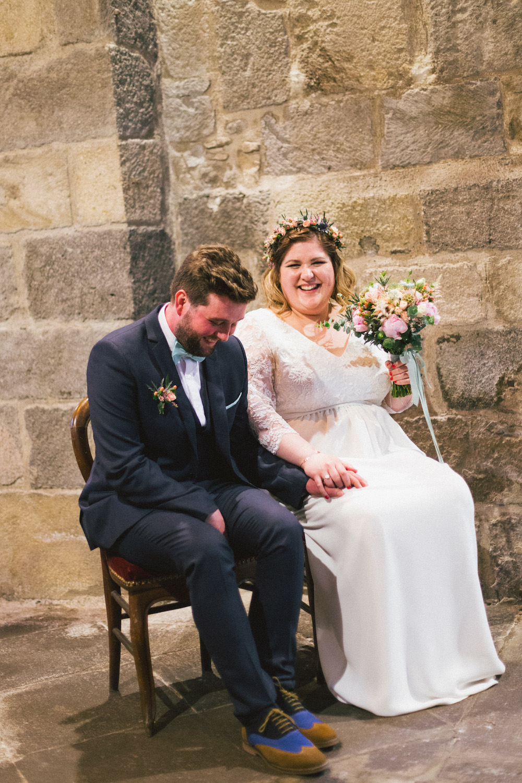un-mariage-colore-en-combi-vw-a-salledes-rose-fushia-photographie270