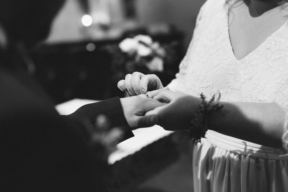 un-mariage-colore-en-combi-vw-a-salledes-rose-fushia-photographie284
