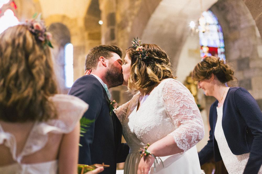 un-mariage-colore-en-combi-vw-a-salledes-rose-fushia-photographie285