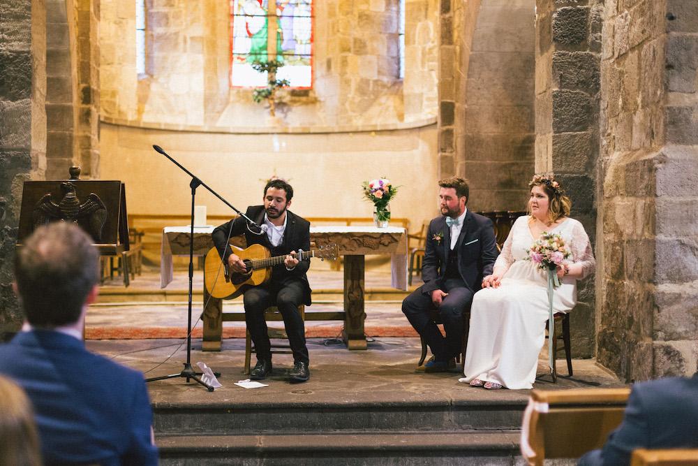 un-mariage-colore-en-combi-vw-a-salledes-rose-fushia-photographie290