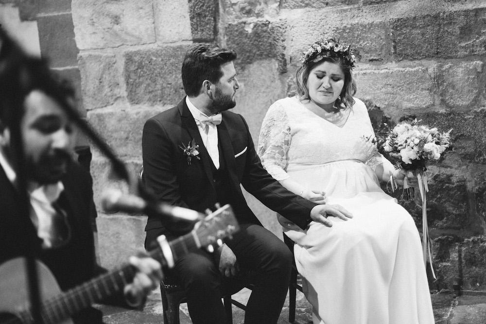 un-mariage-colore-en-combi-vw-a-salledes-rose-fushia-photographie294