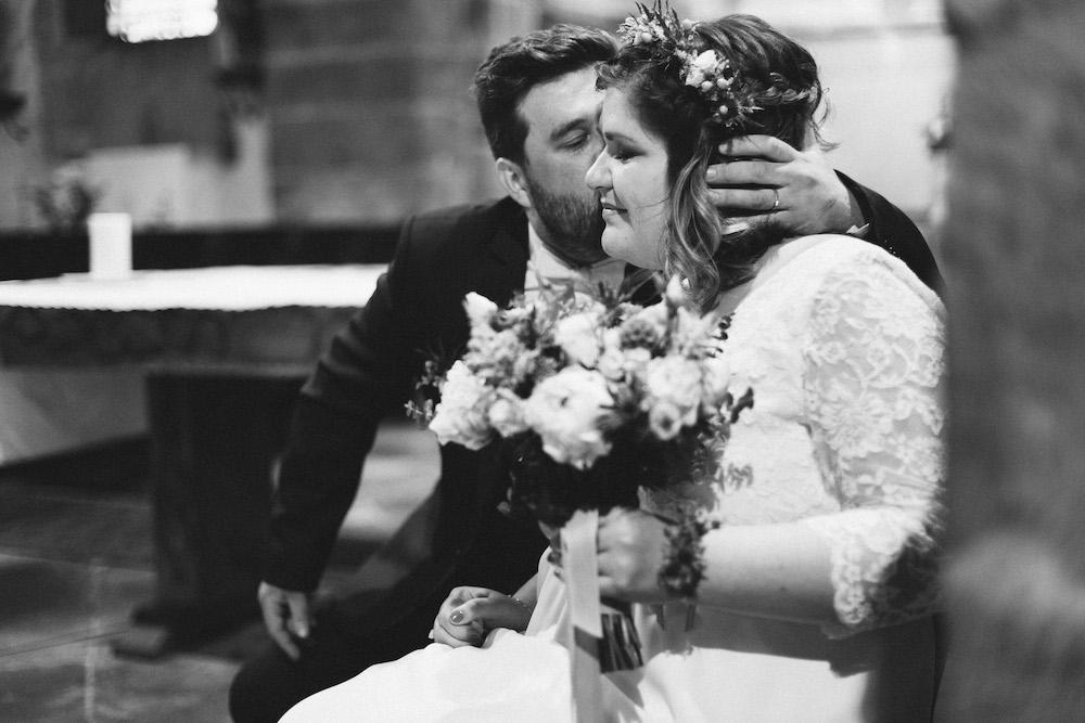 un-mariage-colore-en-combi-vw-a-salledes-rose-fushia-photographie299