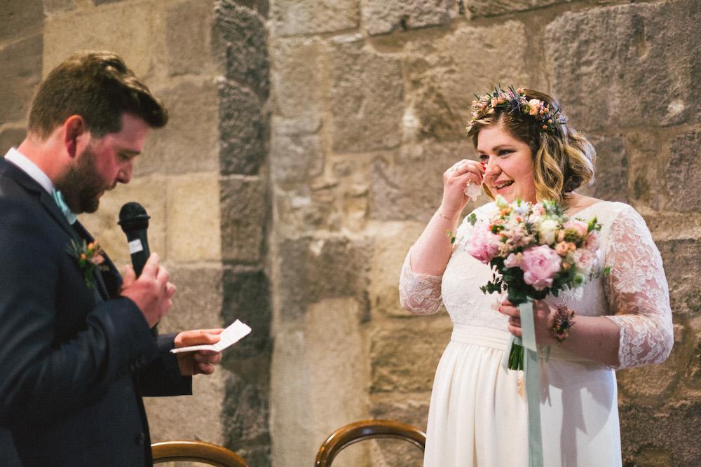 un-mariage-colore-en-combi-vw-a-salledes-rose-fushia-photographie301