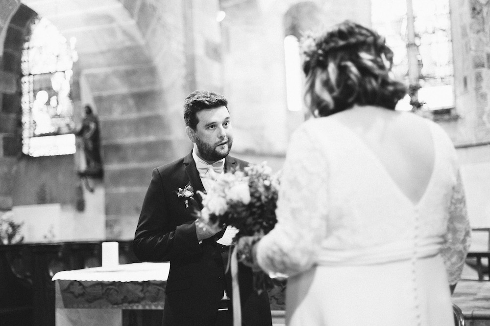 un-mariage-colore-en-combi-vw-a-salledes-rose-fushia-photographie303
