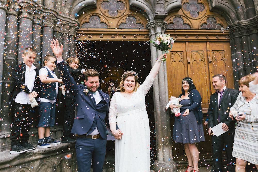 un-mariage-colore-en-combi-vw-a-salledes-rose-fushia-photographie323