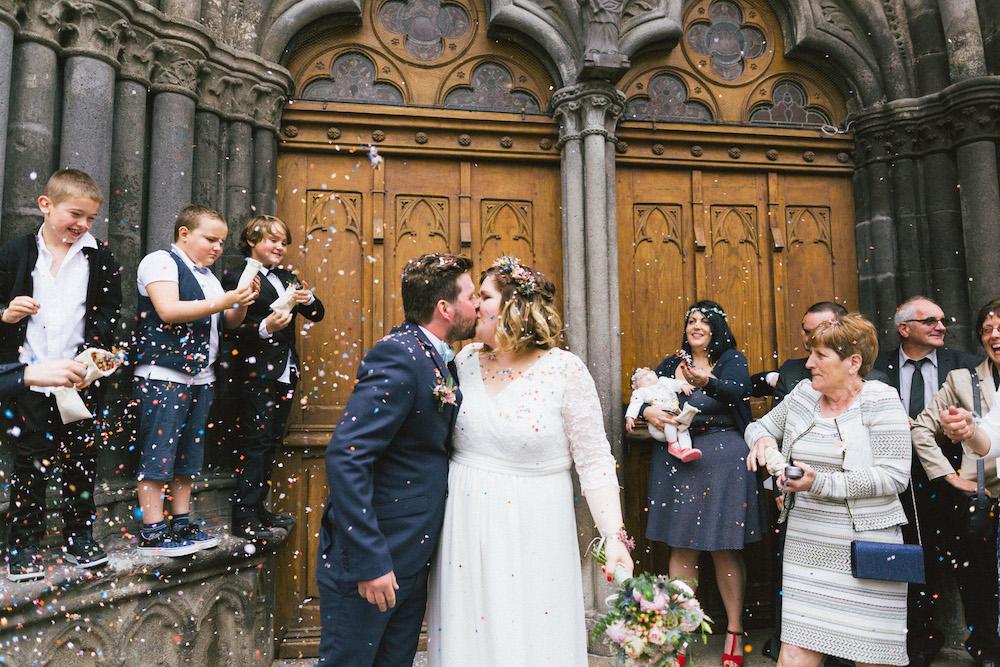 un-mariage-colore-en-combi-vw-a-salledes-rose-fushia-photographie326