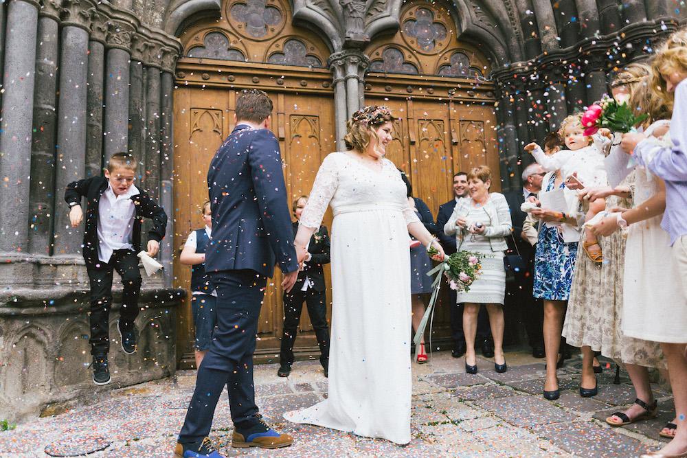 un-mariage-colore-en-combi-vw-a-salledes-rose-fushia-photographie328