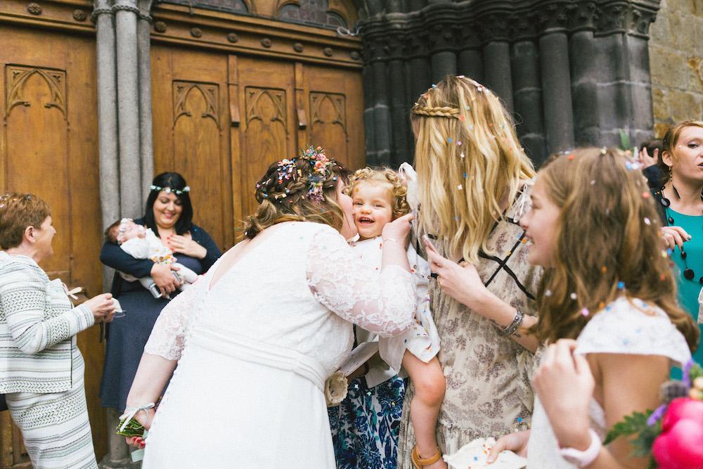 un-mariage-colore-en-combi-vw-a-salledes-rose-fushia-photographie334