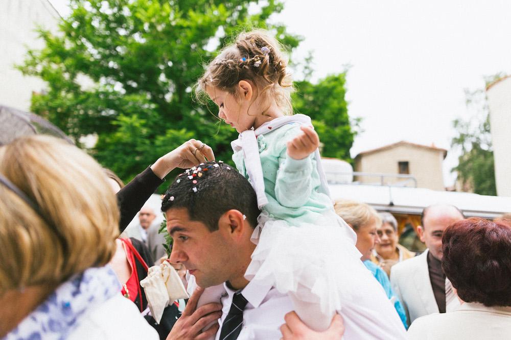 un-mariage-colore-en-combi-vw-a-salledes-rose-fushia-photographie340