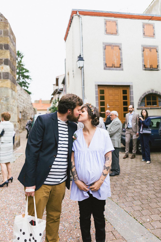 un-mariage-colore-en-combi-vw-a-salledes-rose-fushia-photographie345