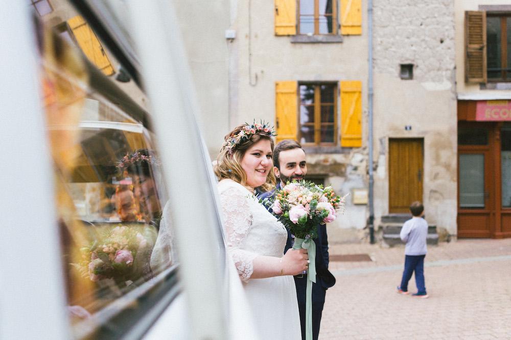 un-mariage-colore-en-combi-vw-a-salledes-rose-fushia-photographie346