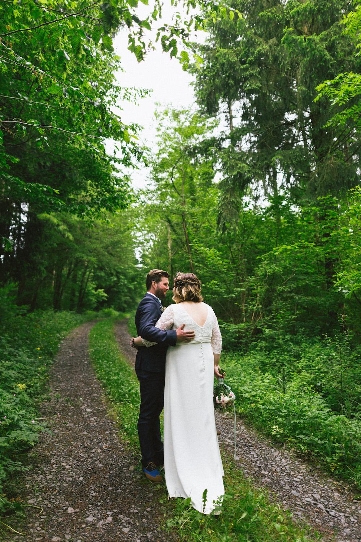 un-mariage-colore-en-combi-vw-a-salledes-rose-fushia-photographie355