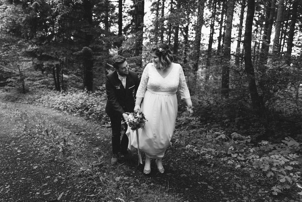 un-mariage-colore-en-combi-vw-a-salledes-rose-fushia-photographie360