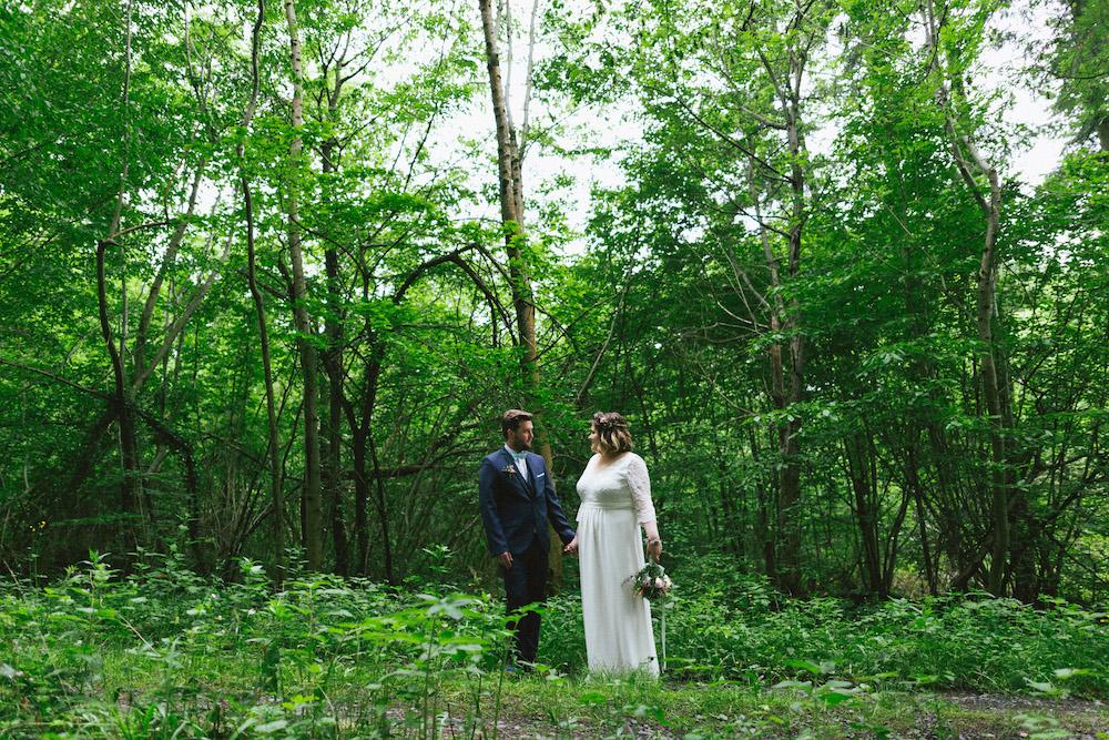 un-mariage-colore-en-combi-vw-a-salledes-rose-fushia-photographie362