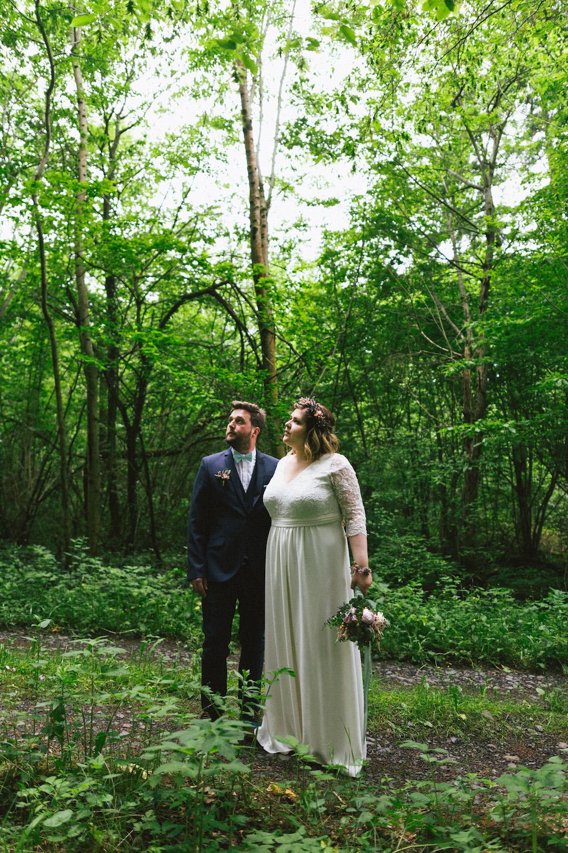 un-mariage-colore-en-combi-vw-a-salledes-rose-fushia-photographie366