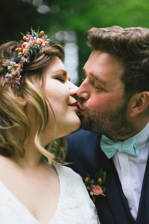 un-mariage-colore-en-combi-vw-a-salledes-rose-fushia-photographie369