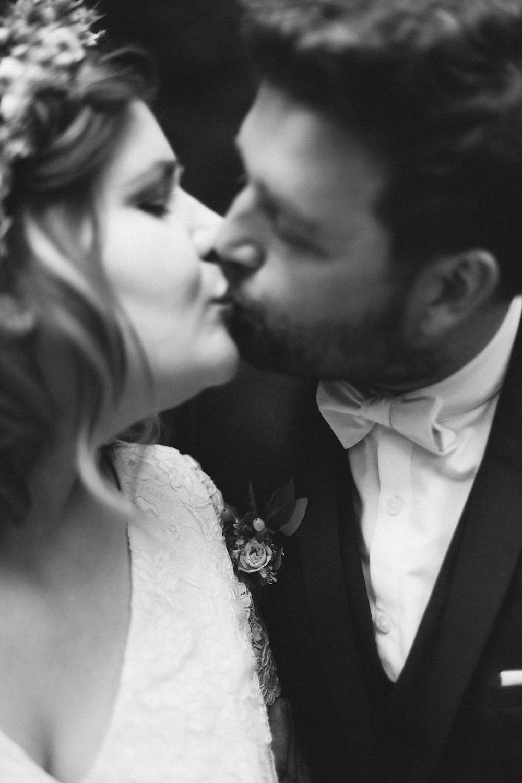 un-mariage-colore-en-combi-vw-a-salledes-rose-fushia-photographie371