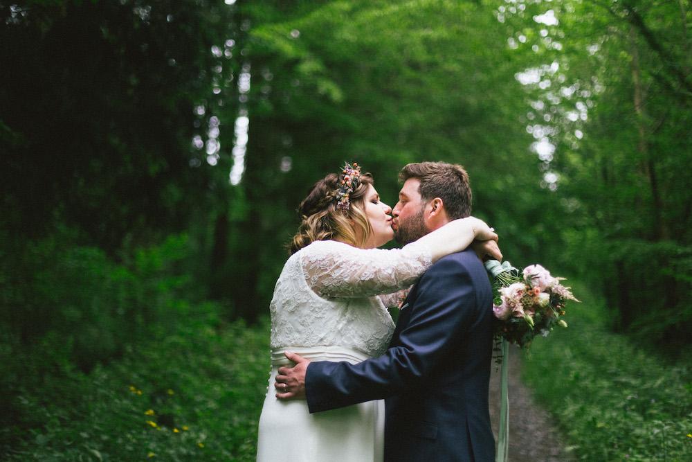 un-mariage-colore-en-combi-vw-a-salledes-rose-fushia-photographie377
