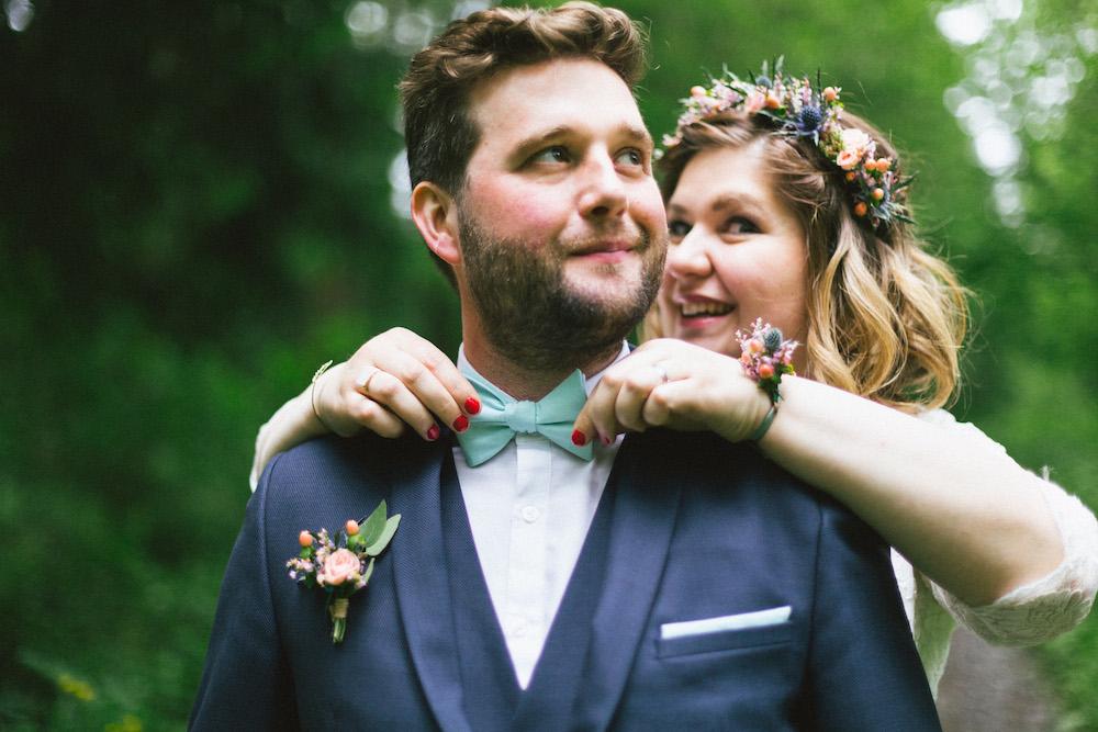 un-mariage-colore-en-combi-vw-a-salledes-rose-fushia-photographie383