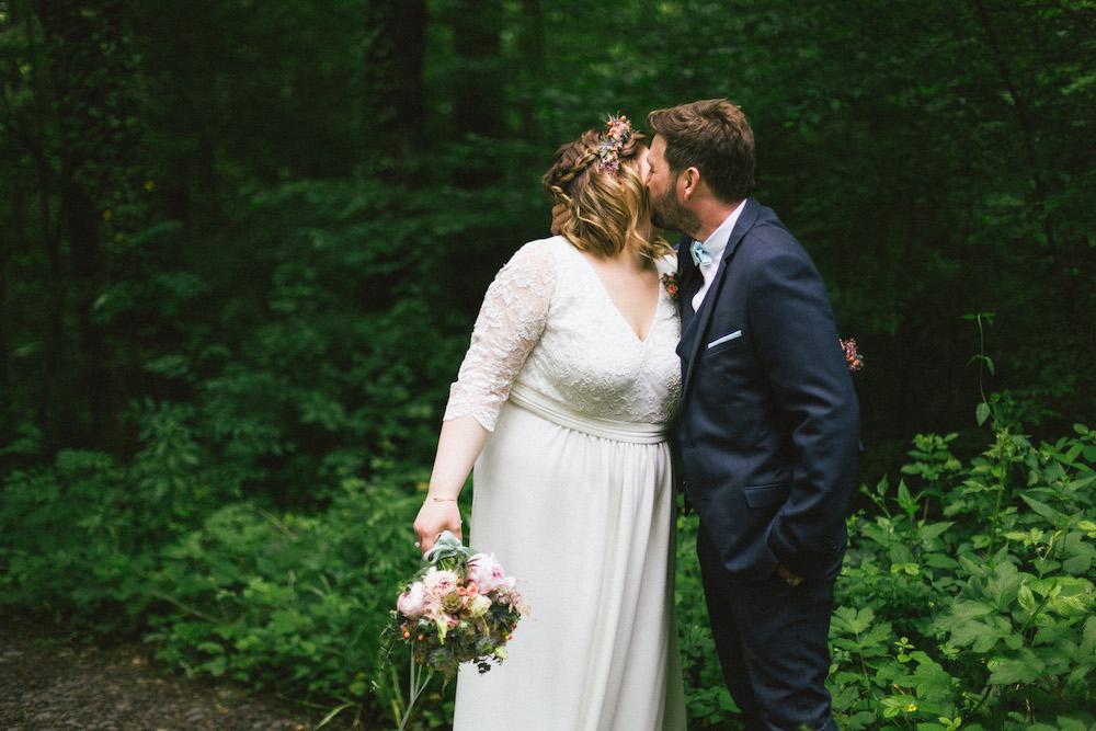 un-mariage-colore-en-combi-vw-a-salledes-rose-fushia-photographie402